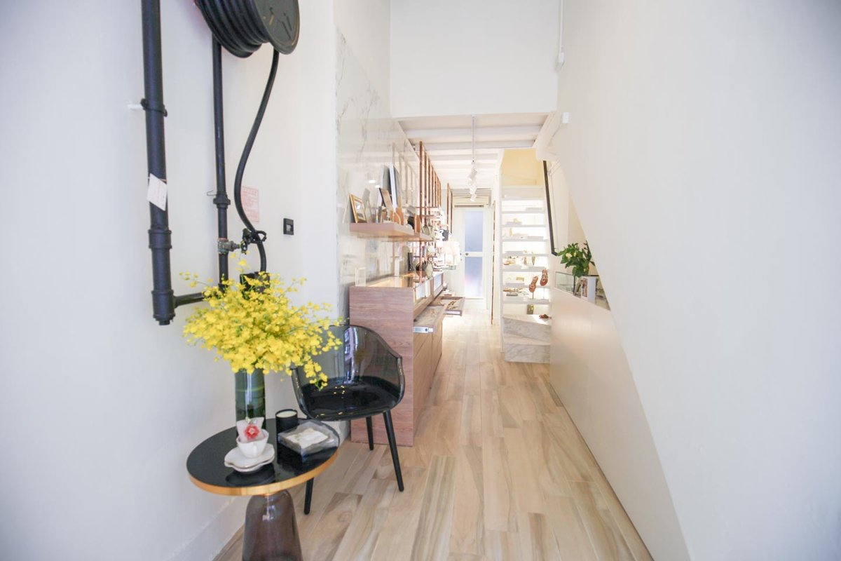 Storefront listing Ready-to-Move-In Boutique in Sheung Wan in Sheung Wan, Hong Kong, Hong Kong.