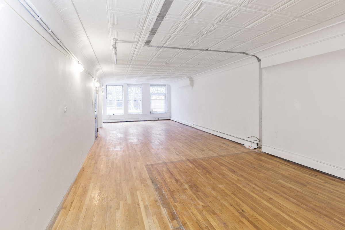 Storefront listing 5th Avenue Loft Space in Midtown, New York, United States.