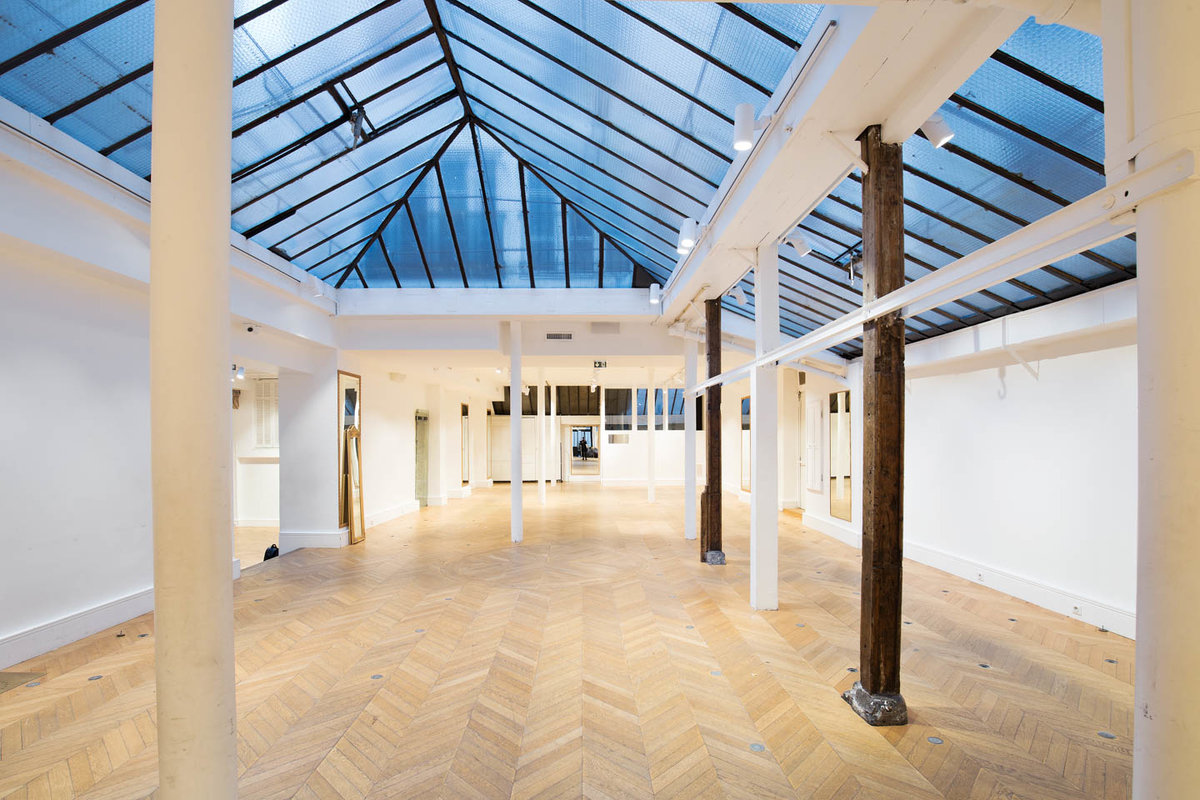 Storefront listing Amazing Studio Space in Bastille, Paris, France.