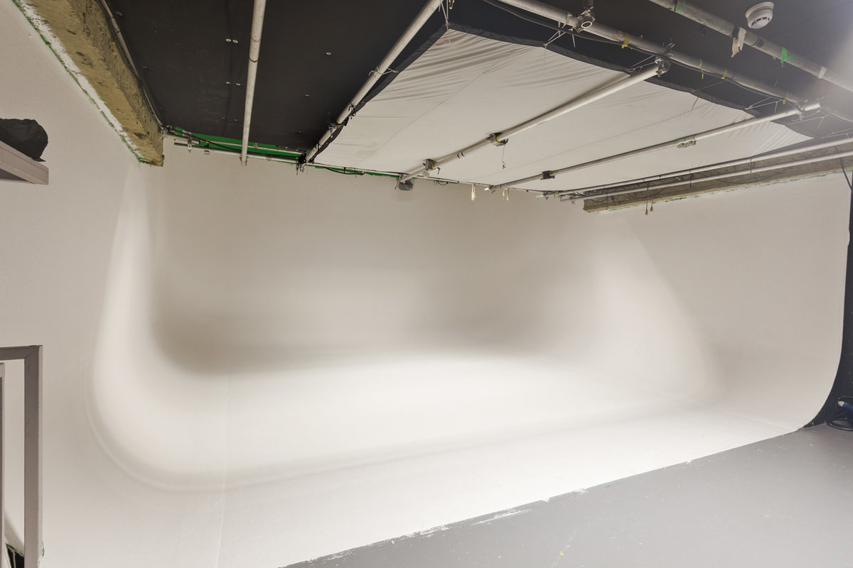 Storefront listing Professional Studio in Kennington in Peckham, London, United Kingdom.