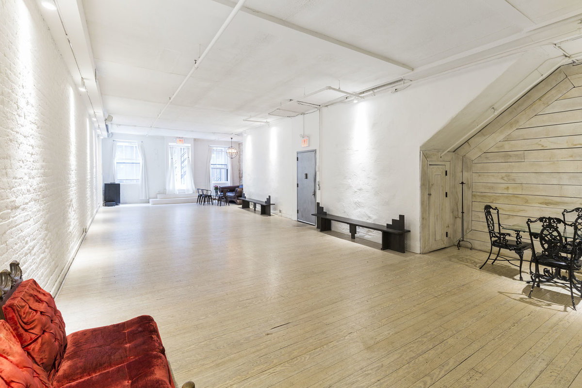 Storefront listing Bright Loft Studio in Chelsea in Midtown, New York, United States.