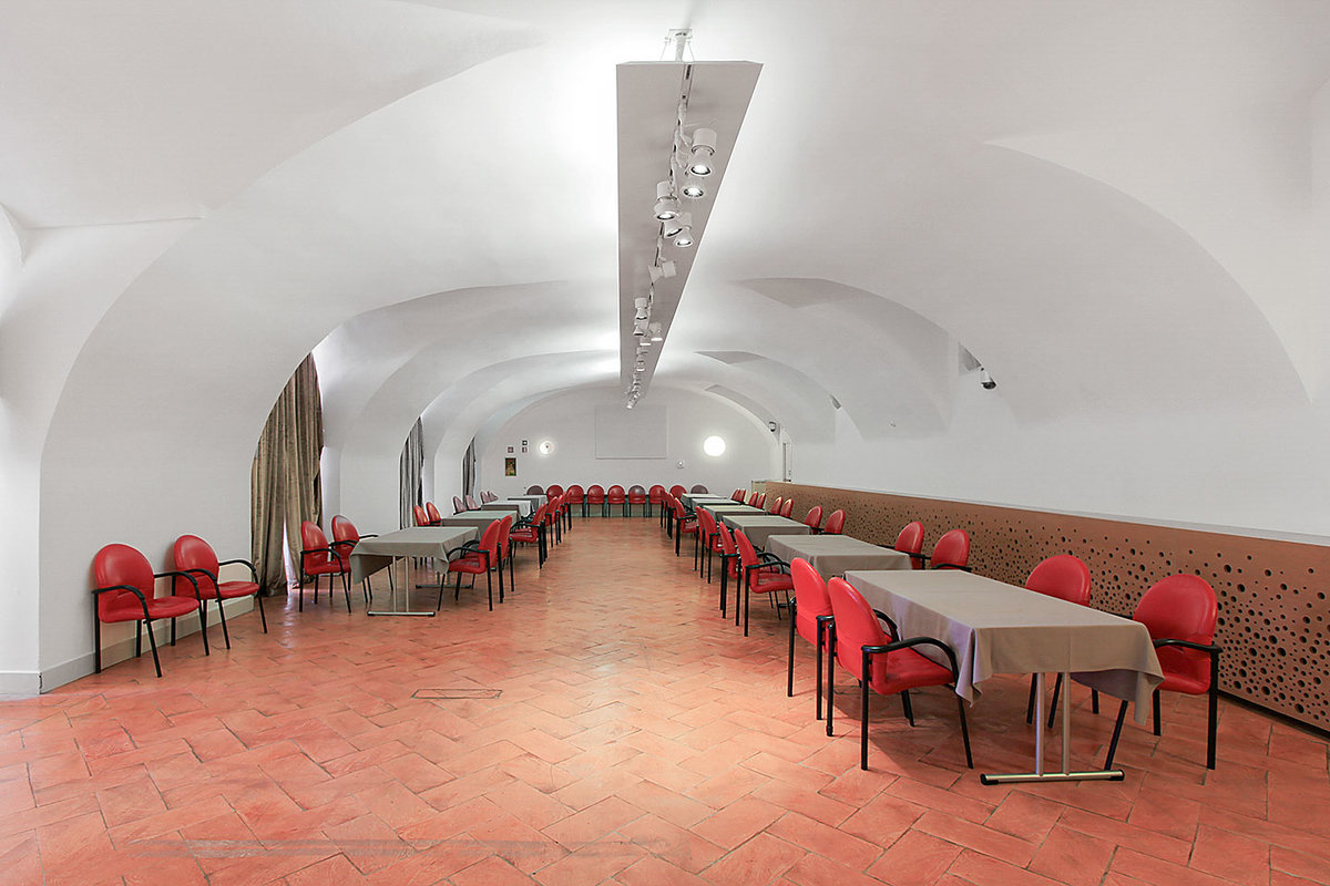 Storefront listing Stylish Event Space in Duomo in Centro Storico, Milan, Italy.