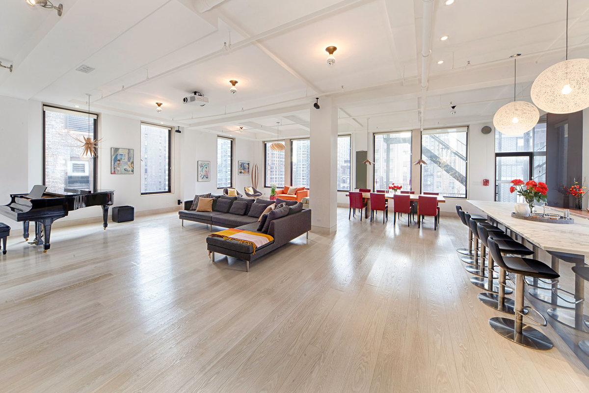 Storefront listing Elegant Loft in Nomad in Midtown, New York, United States.