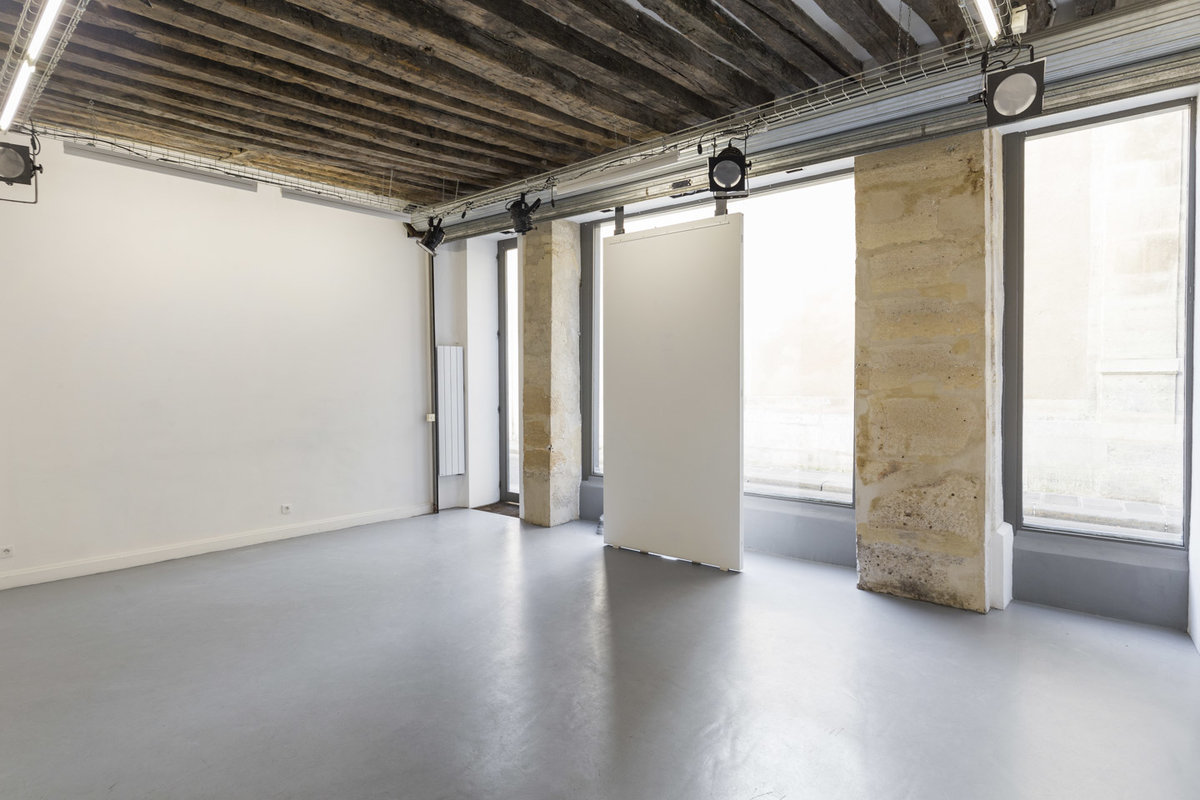 Storefront listing Prime Haut Marais Art Space in Le Marais, Paris, France.