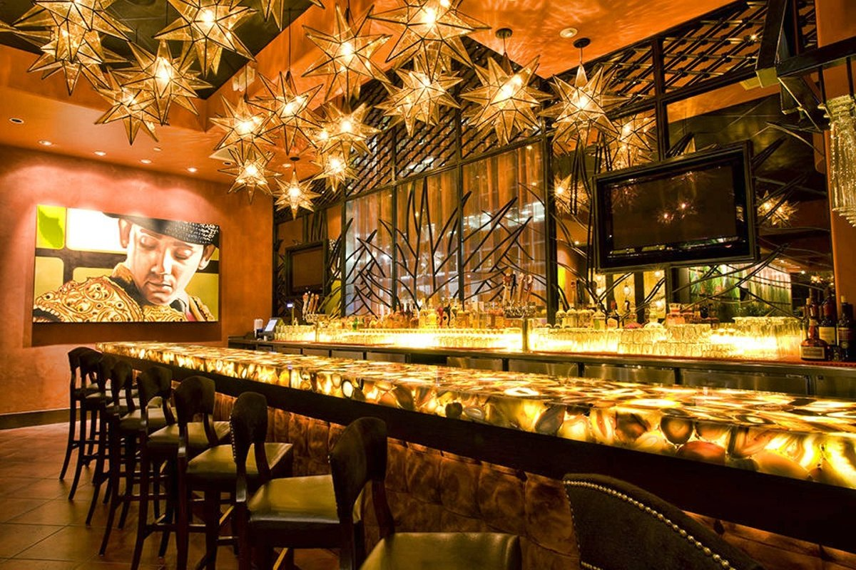 Storefront listing High End Restaurant in Midtown, New York, United States.