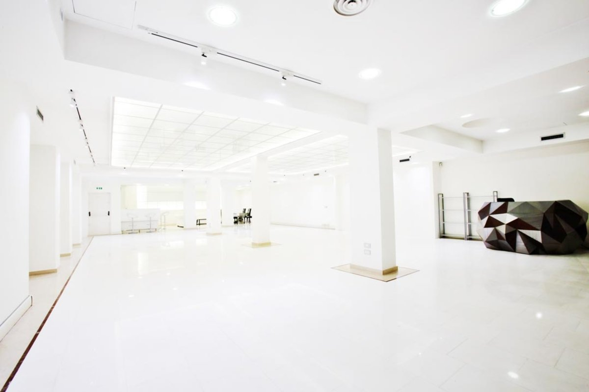 Storefront listing Pristine Showroom, Milan, Italy.