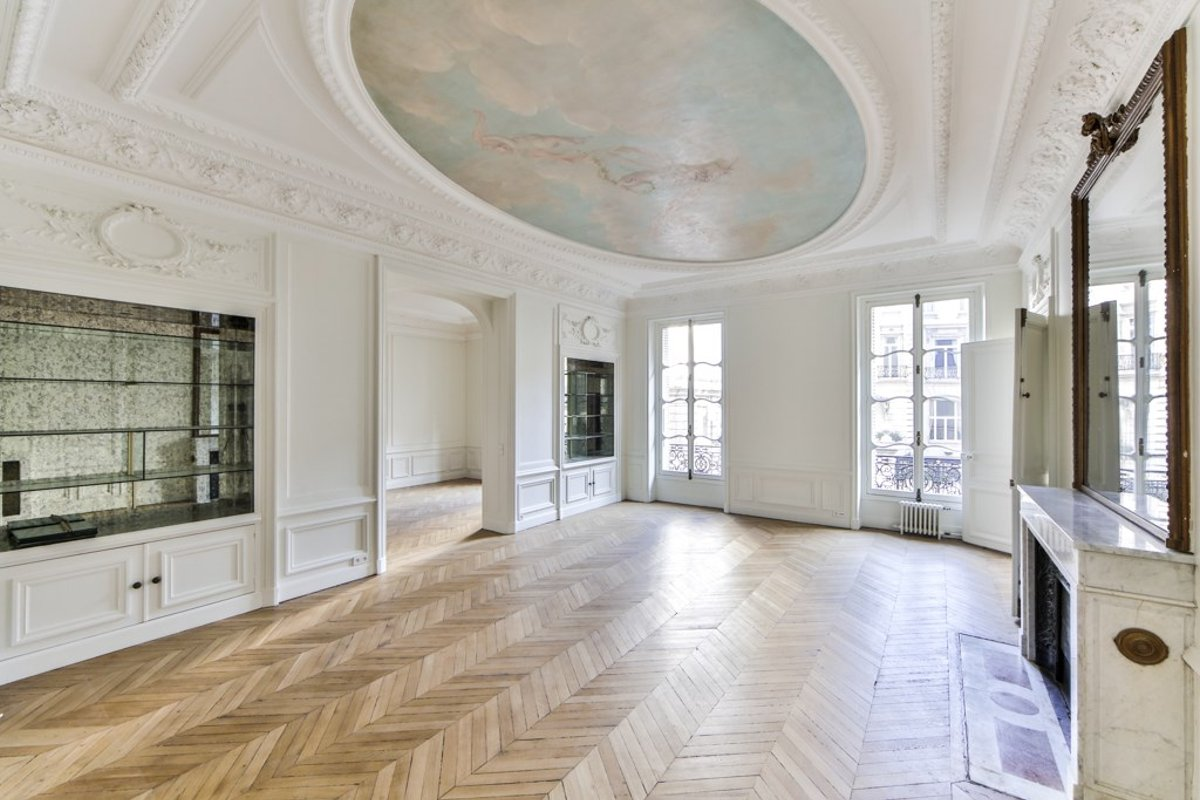 Storefront listing Gorgeous Space Near Monceau Park, Paris, France.