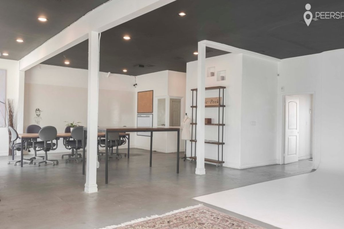 Storefront listing Sunny Open Studio Space in Palms, Los Angeles, United States.