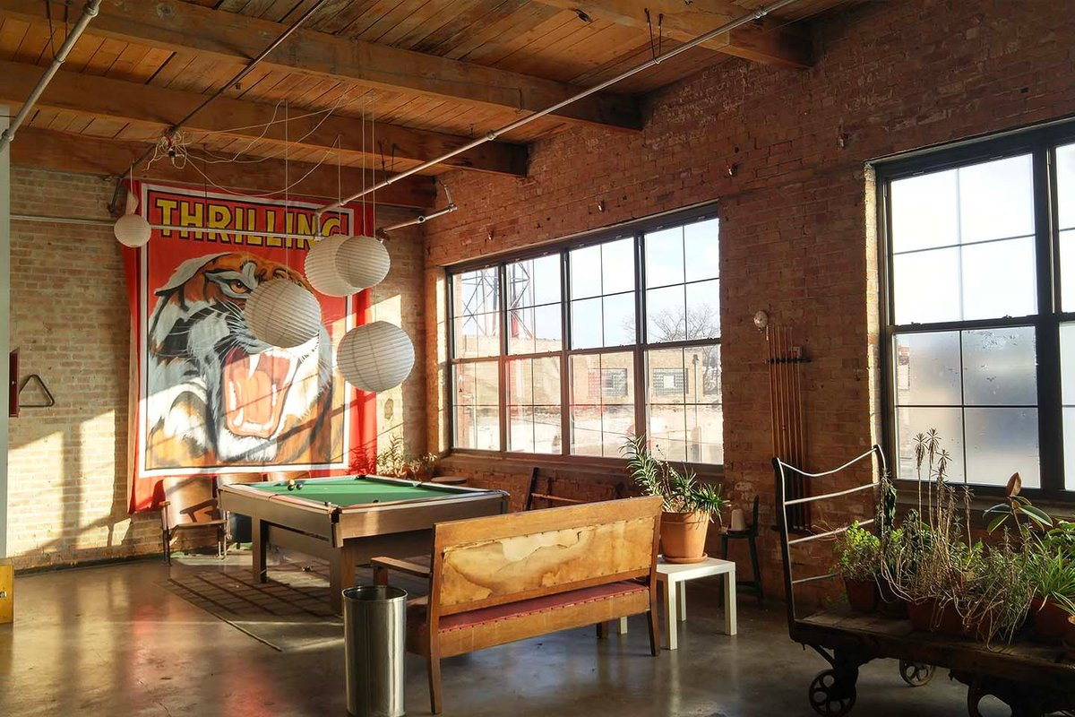 Storefront listing Spacious Studio in West Chicago in East Garfield Park, Chicago, United States.