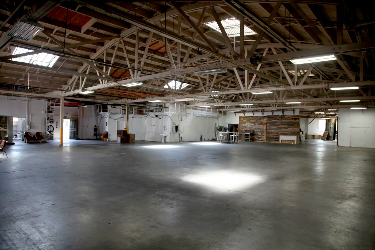Espace Storefront Urban Warehouse Close to DTLA dans Boston Heights, Los Angeles, United States.