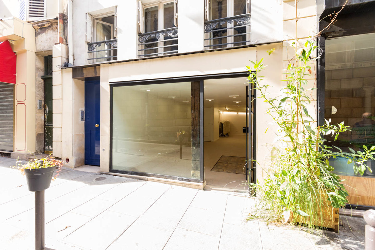 Storefront listing Cozy Paris 2nd Retail Space in Sentier - Grands Boulevards, Paris, France.