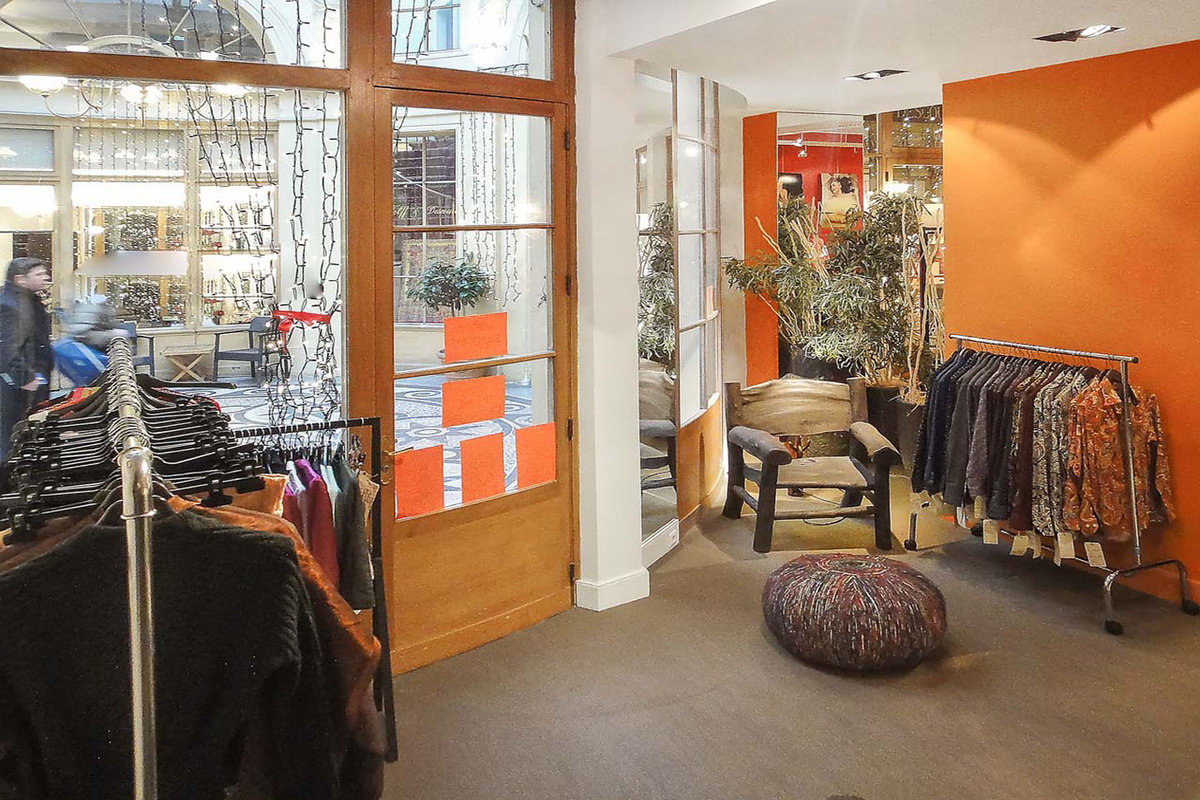 Storefront listing Retail Space in Palais Royal in Sentier - Grands Boulevards, Paris, France.