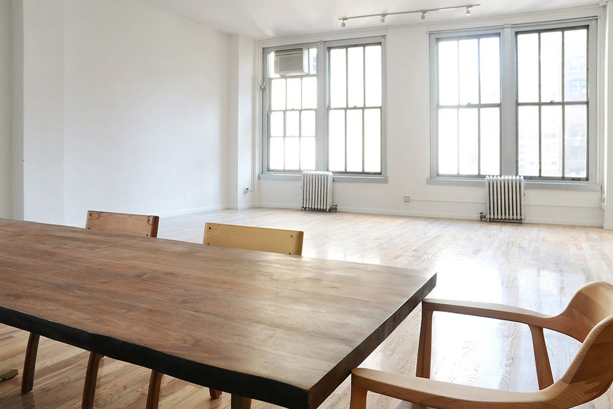 Storefront listing Airy Midtown Loft in Midtown, New York, United States.