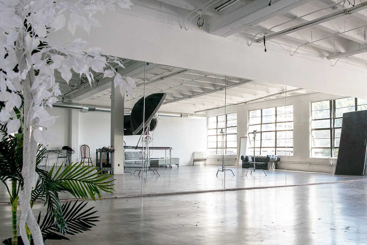 Storefront listing Spacious Bright Studio in Downtown Los Angeles, Los Angeles, United States.