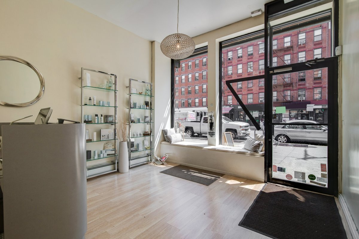 Espace Storefront Pop-Up Beauty Salon in Harlem dans Harlem, New York, United States.