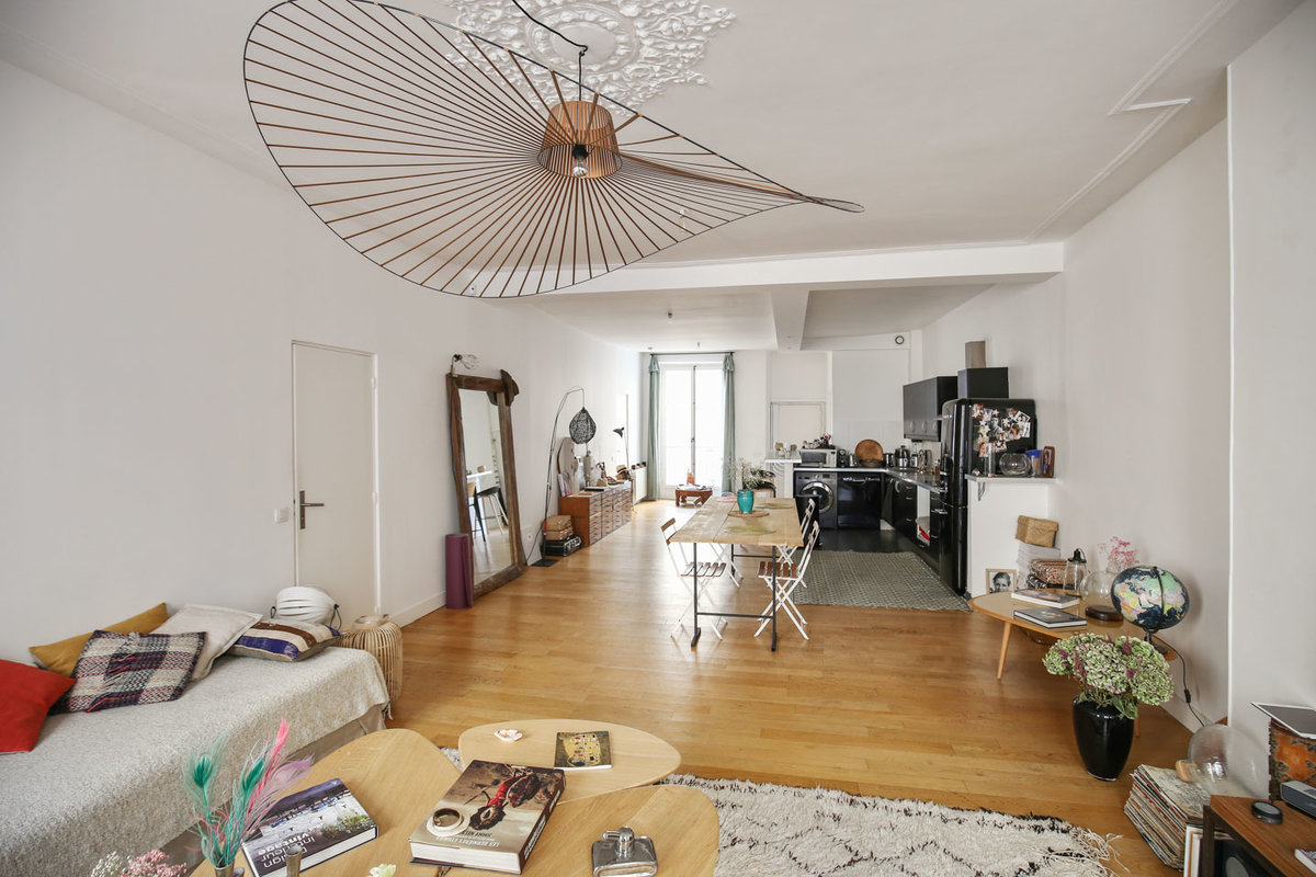 Storefront listing Loft Space in Dynamic Le Marais, Paris-3E-Arrondissement, France.