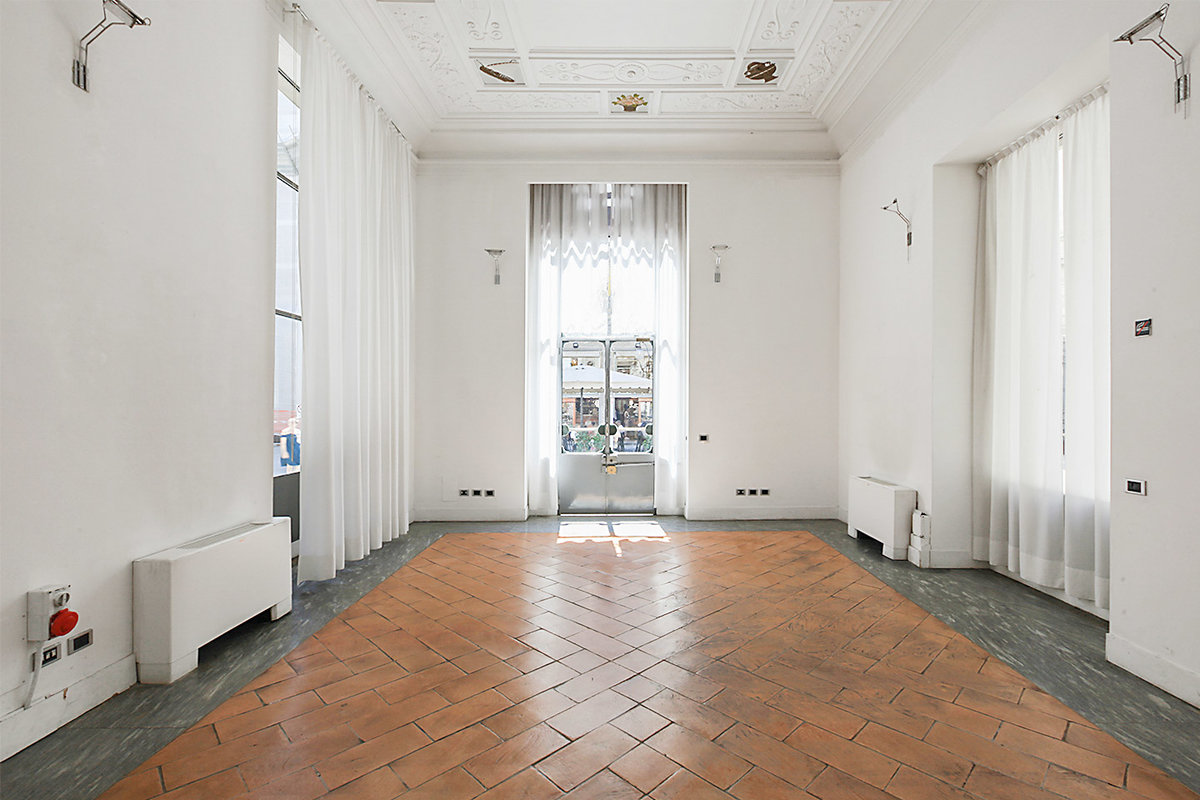 Storefront listing Beautiful Space in Duomo in Centro Storico, Milan, Italy.