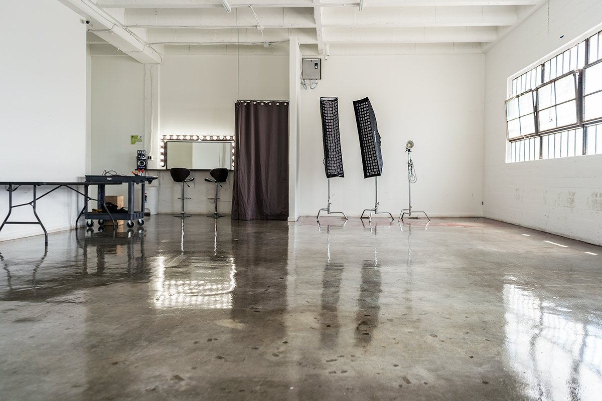 Storefront listing Bright and Spacious White Studio, Los Angeles, United States.