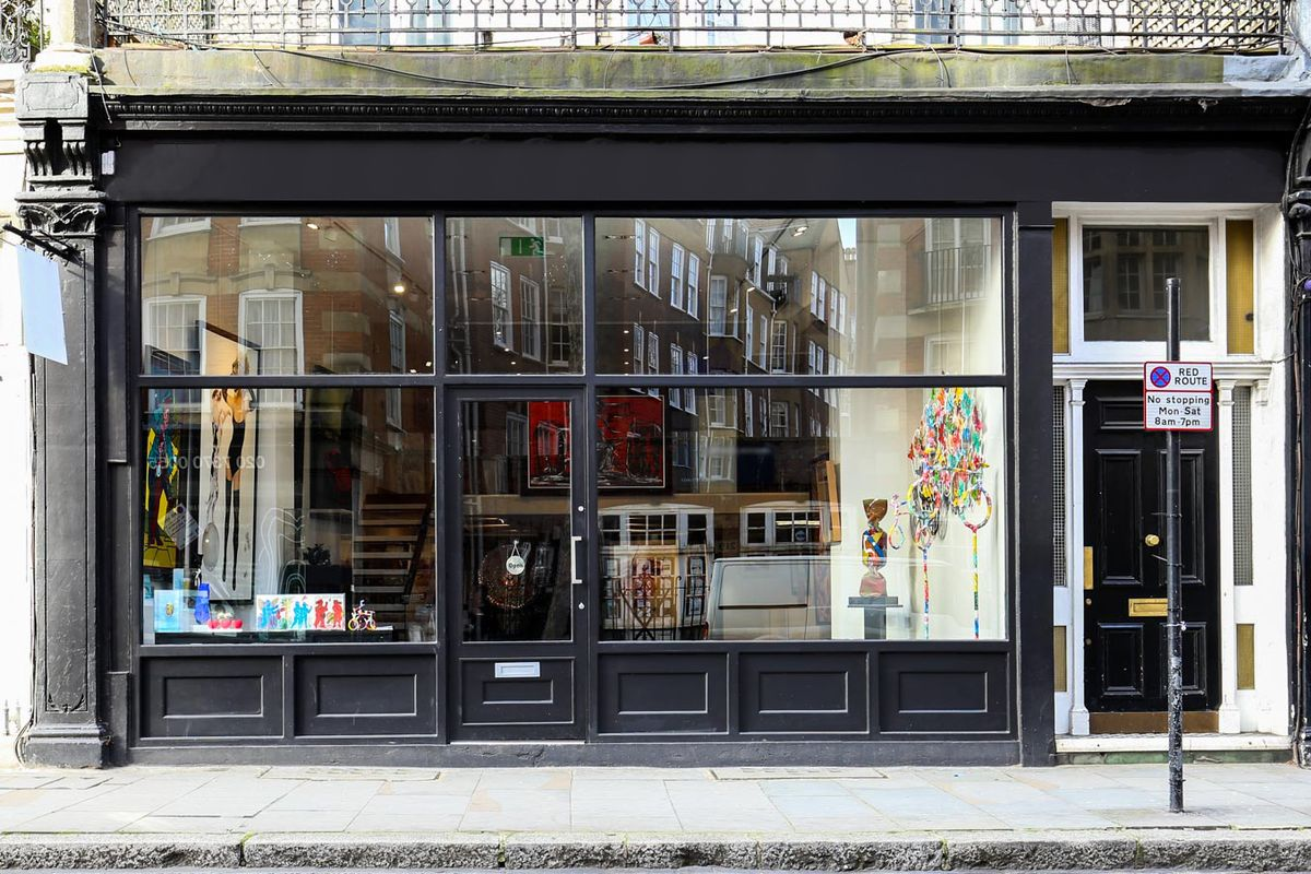 Storefront listing Stylish Art Gallery in Kensington in Kensington, London, United Kingdom.