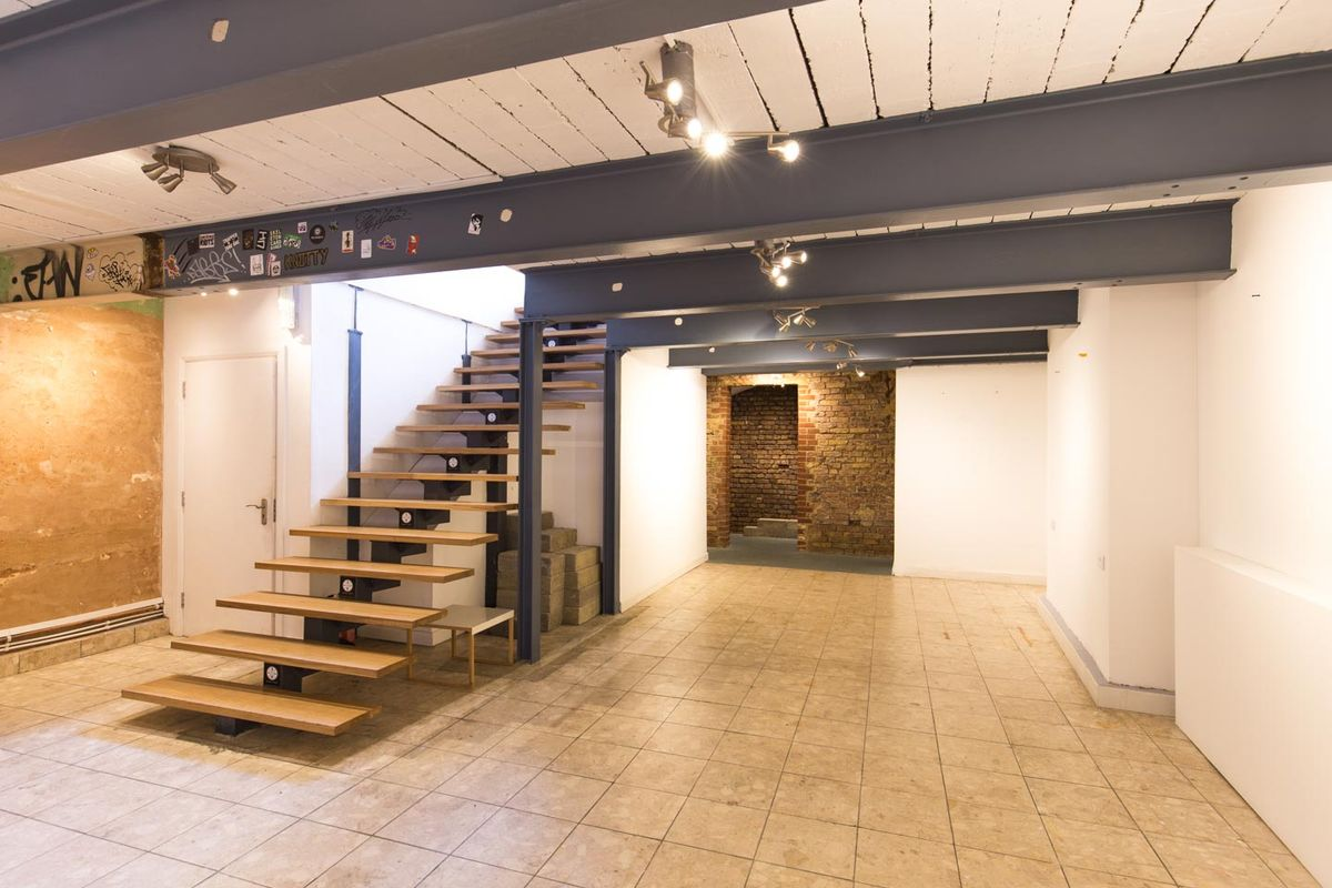 Espace Storefront Pop-Up Basement Venue in Dalston dans Dalston, London, United Kingdom.