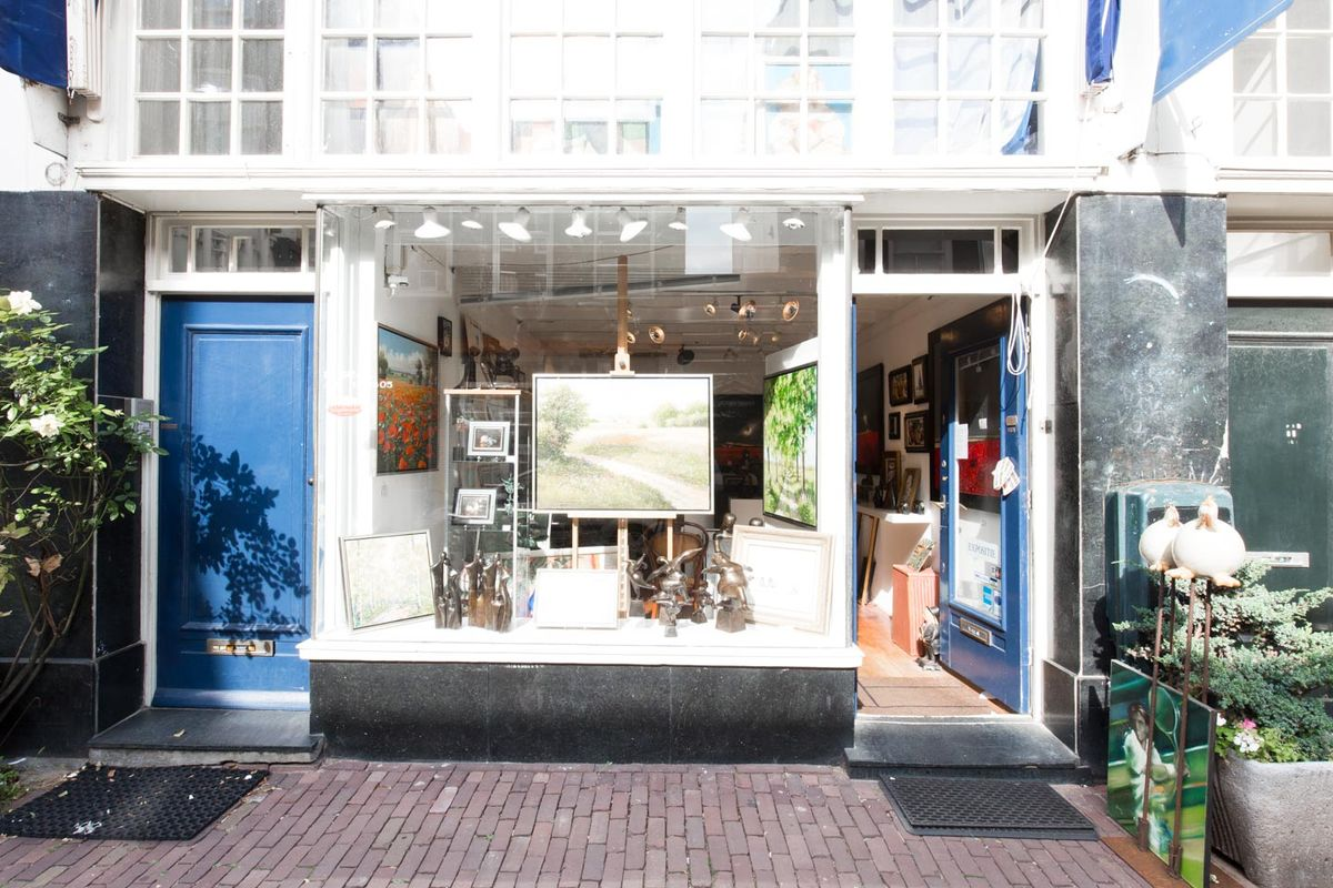 Storefront listing Pop-Up Store in Grachtengordel, Amsterdam, Netherlands.