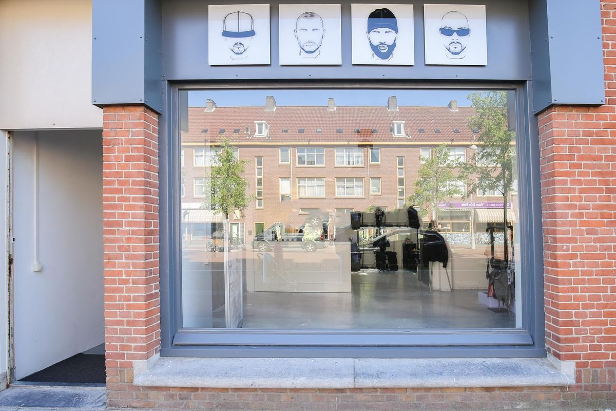 Espace Storefront Contemporary Showroom in Noord dans Noord, Amsterdam, Netherlands.