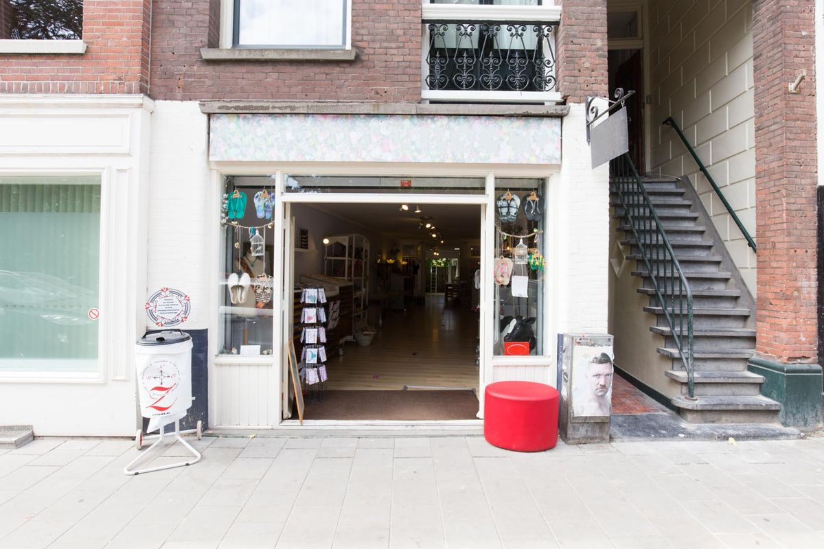 Storefront listing Lovely Boutique close to Sarphatipark in De Pijp, Amsterdam, Netherlands.