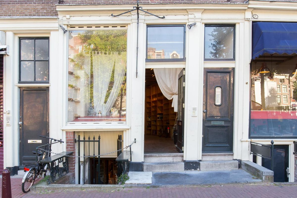 Storefront listing Classic Pop-up Store in the Center, Amsterdam, Netherlands.