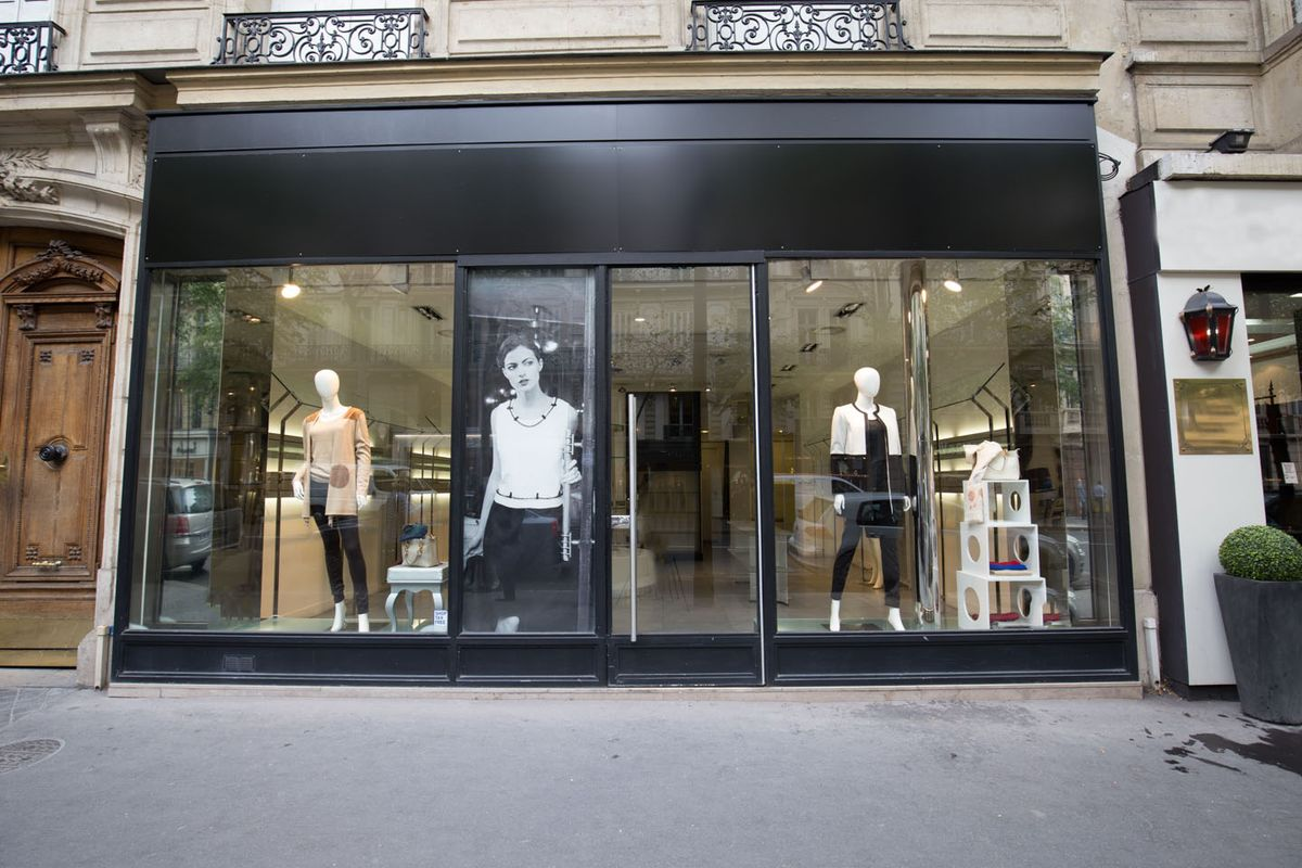 Storefront listing Pop-Up Store in Étoile District in Chaillot, Paris, France.