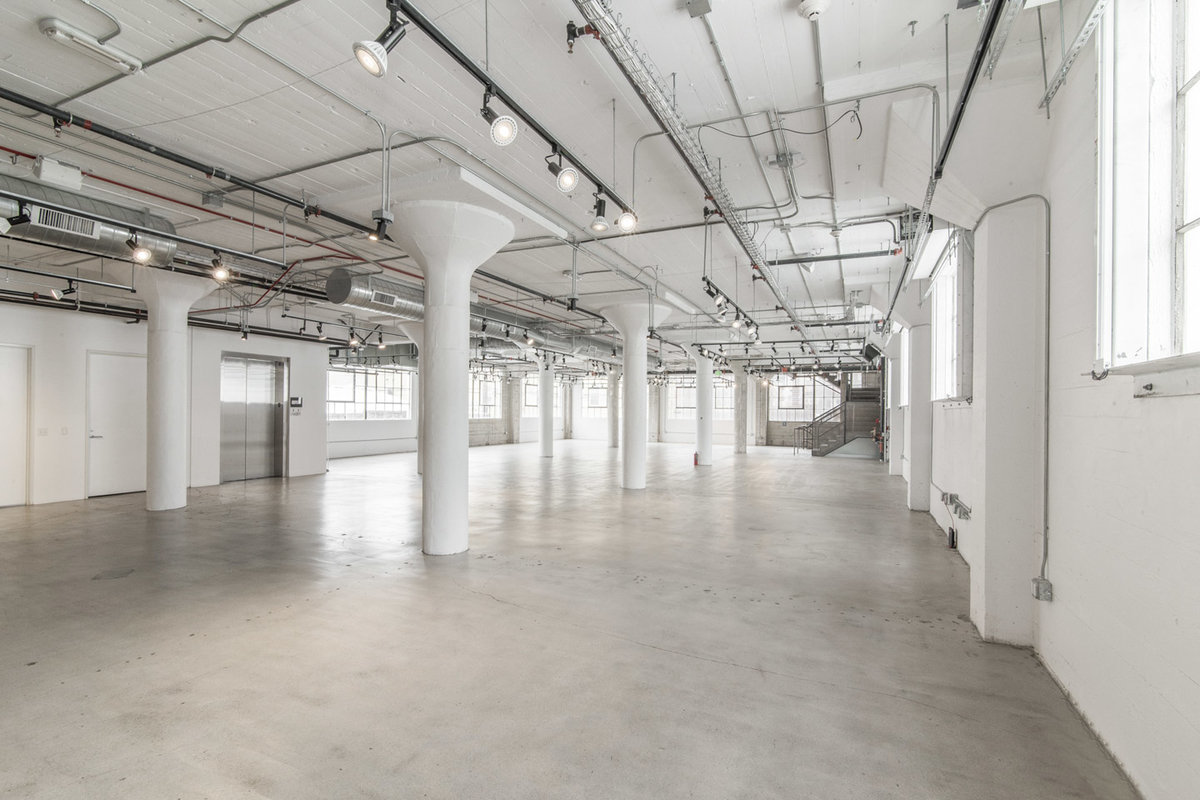 Storefront listing Spacious DTLA Showroom in Downtown, Los Angeles, United States.