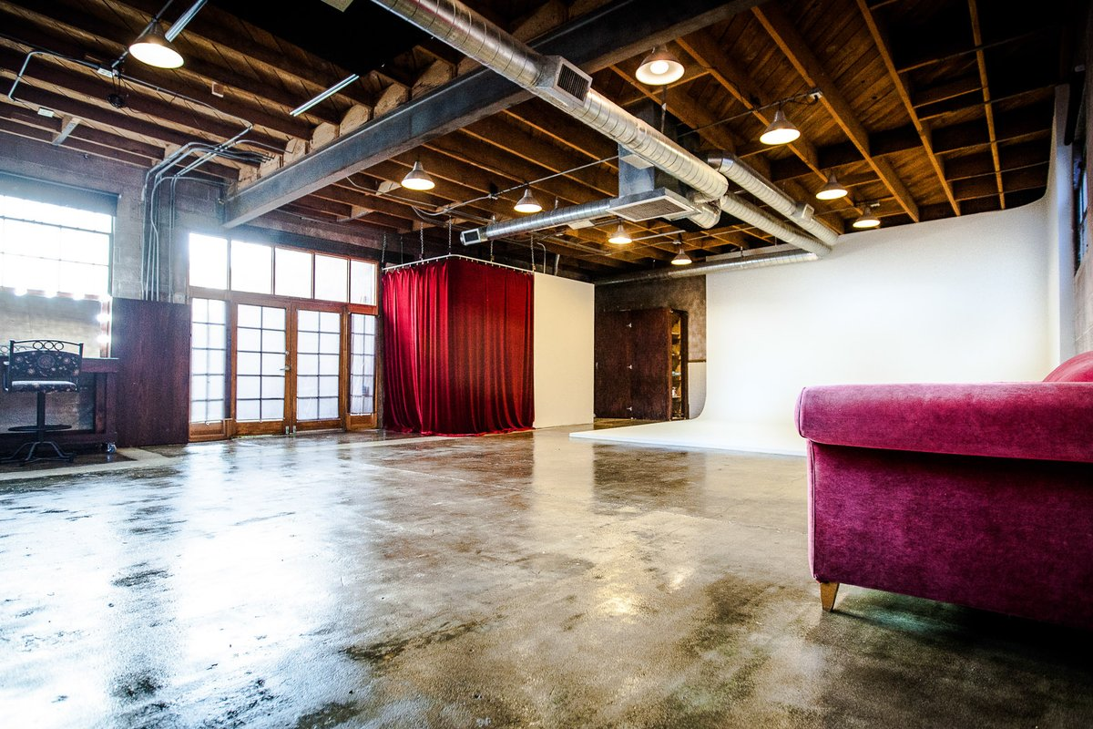 Storefront listing Eclectic Pre-lit Cyc Wall/Warehouse Space in Eagle Rock in Northeast Los Angeles, Los Angeles, United States.