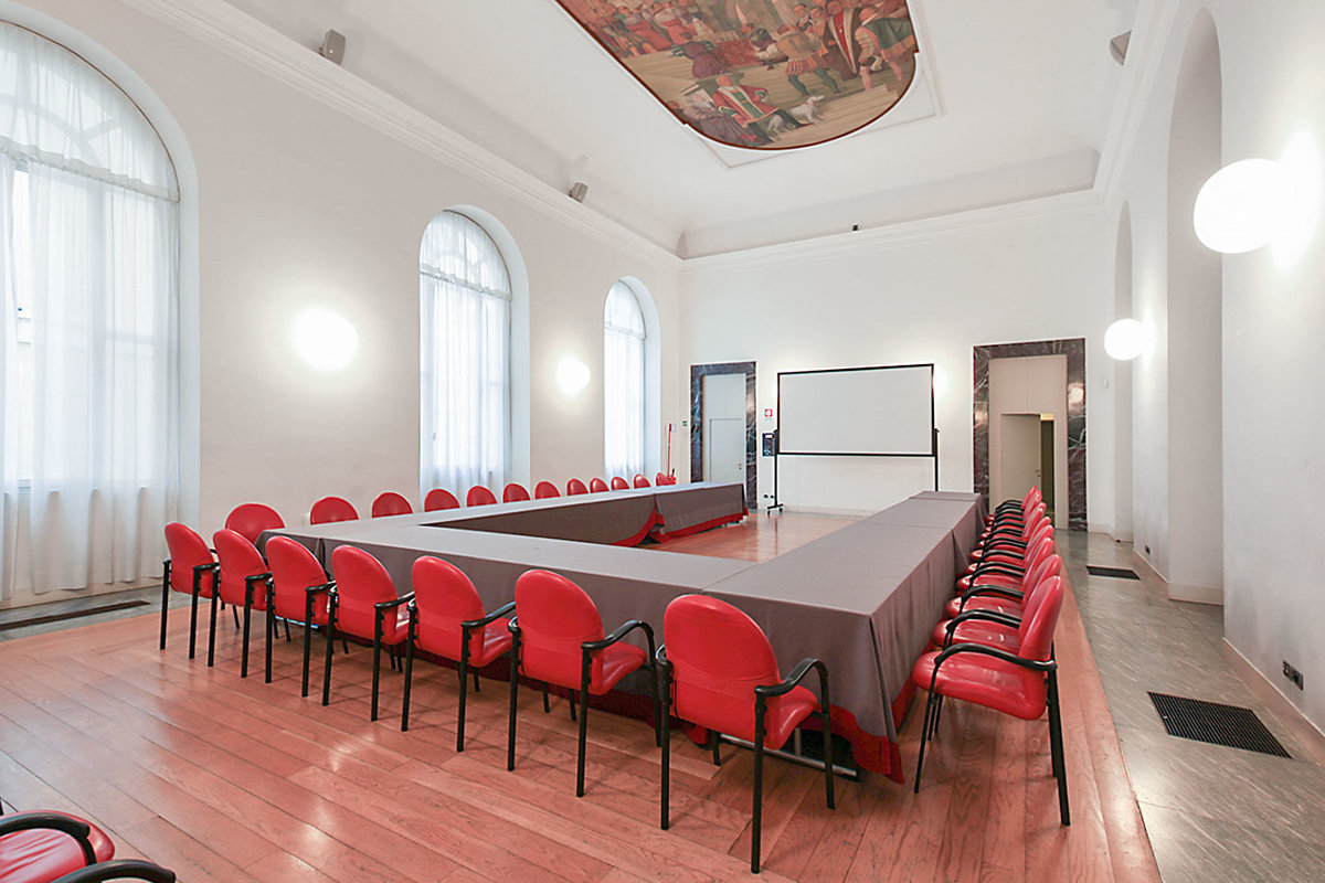 Storefront listing Beautiful Duomo Event Space in Centro Storico, Milan, Italy.