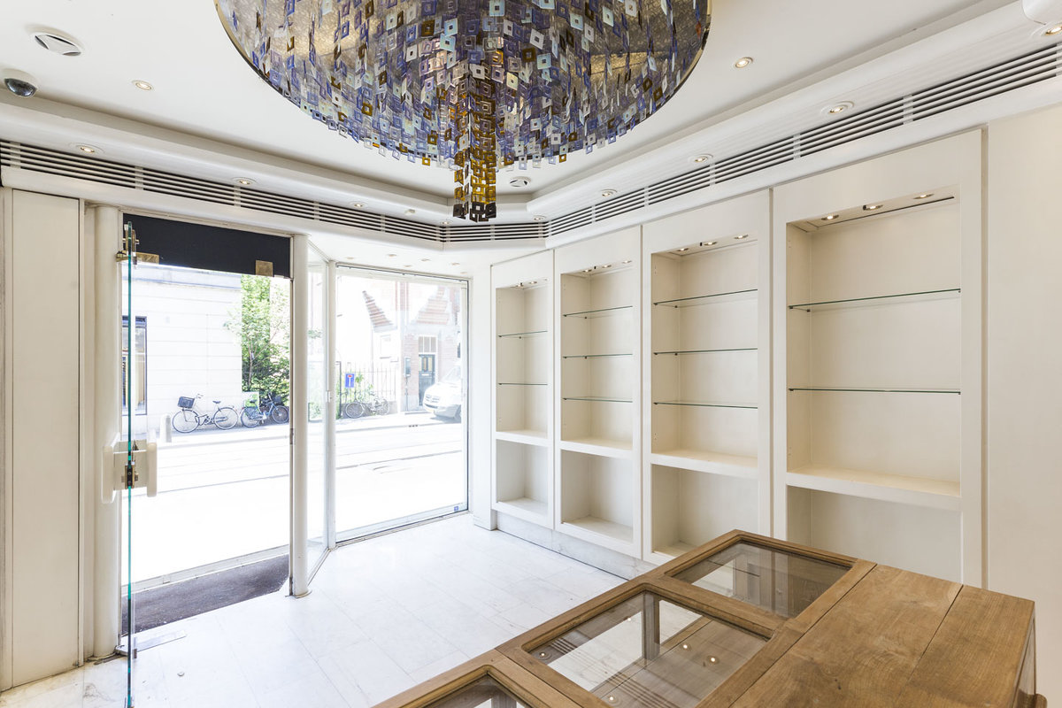 Storefront listing Sophisticated Pop-Up Boutique in Zuid, Amsterdam, Netherlands.