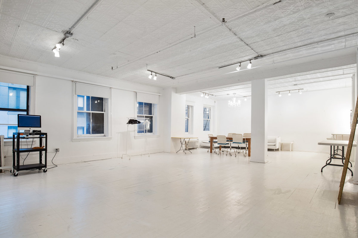 Storefront listing Bright Studio Loft in Chelsea in Flatiron District, New York, United States.