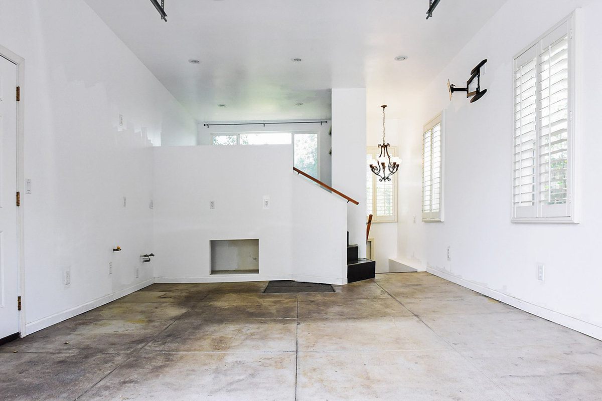 Storefront listing House and Studio in Pasedena in Pasadena, Los Angeles, United States.